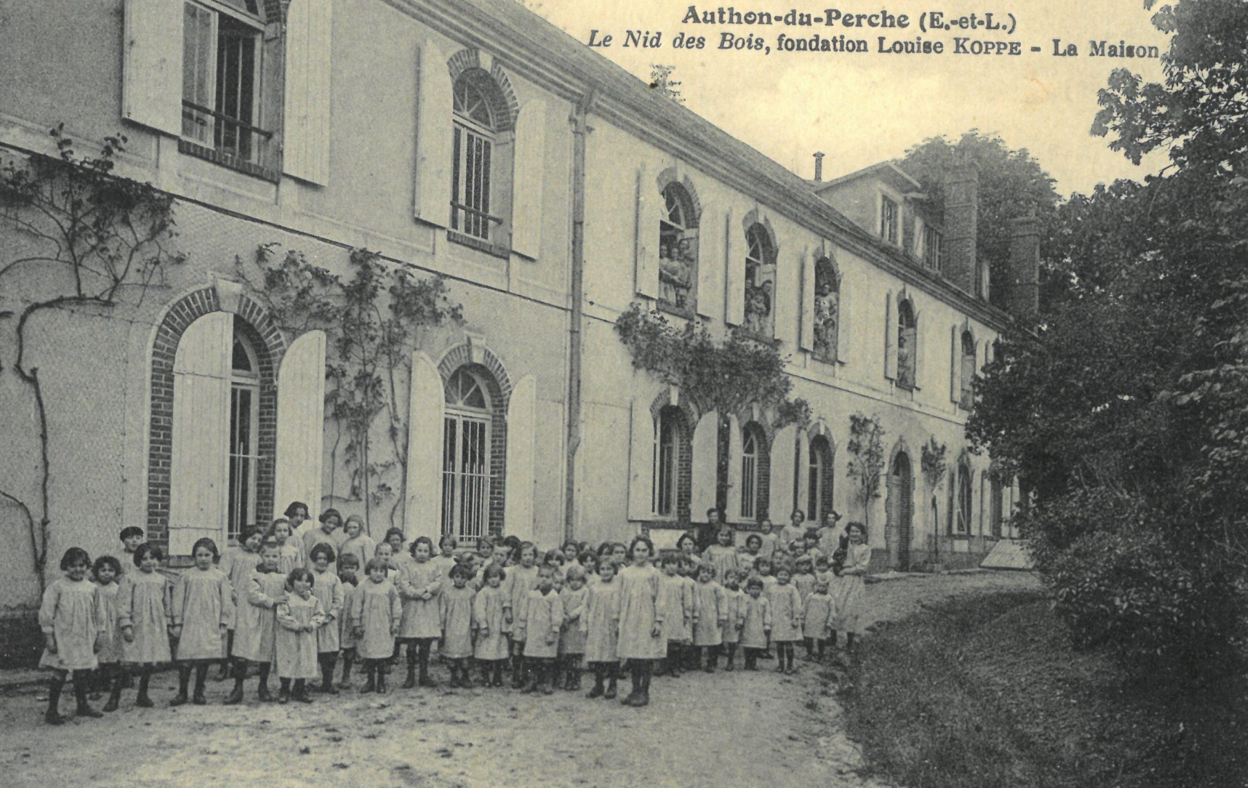 CPA, Authon-du-Perche, le Nid des Bois